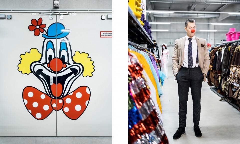 Herbert Geiss in einer Filiale des Kostümhandels Deiters